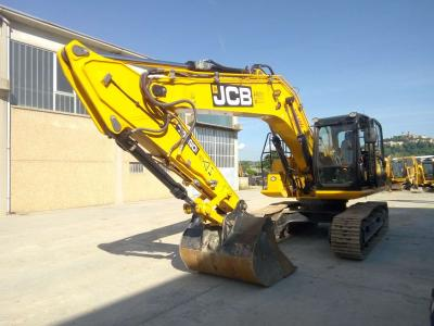 JCB JS220 a noleggio presso Arnus Srl