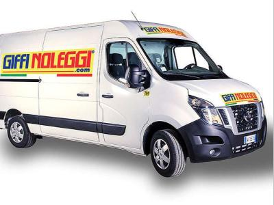 Nissan cabstar NV 400 maxi a noleggio presso Giffi Noleggi srl