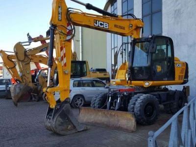 JCB JS145W a noleggio presso Arnus Srl