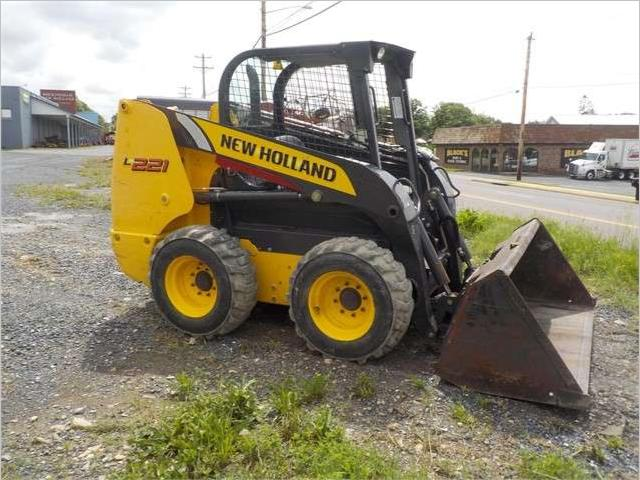 New Holland L221 Foto 1